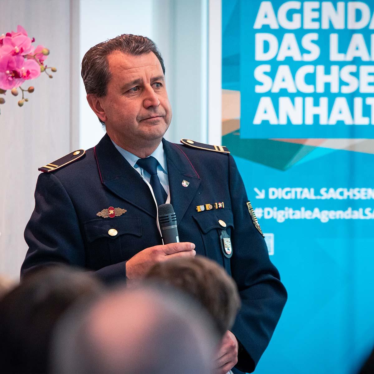 Ein Vortrag von einem Mann bei der Digitalen Agenda für das Land Sachsen-Anhalt