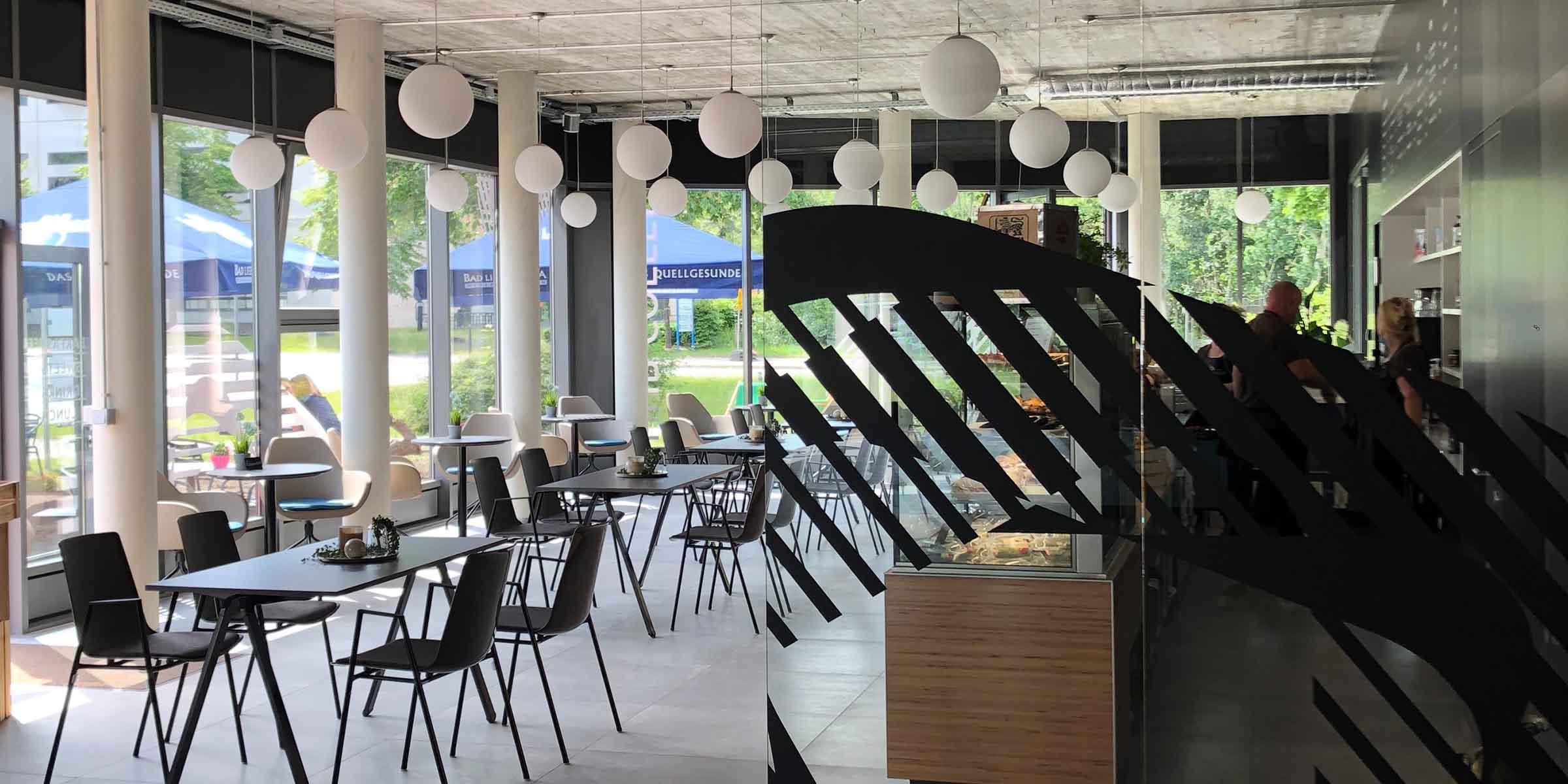 Der Eingang zum Hub Coffee